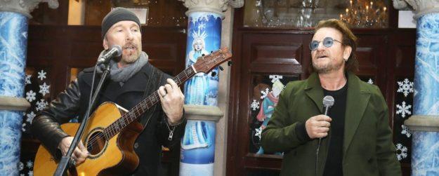 Τα Χριστούγεννα των U2 στο πλευρό των αστέγων